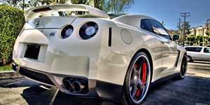 Mencuci-dan-Merawat-Mobil-Putih